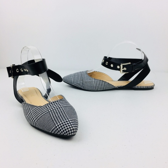 Chase + Chloe Shoes - Chase + Chloe Jane Ankle Strap Pointed Flats